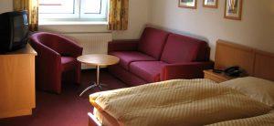 Großzügig ausgestattete Gästezimmer für bis zu vier Personen